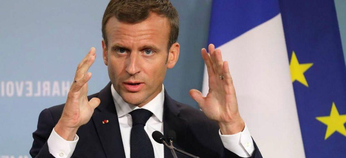 Macron in Italia per discutere la questione dei migranti
